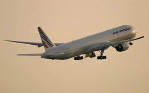 Boeing 777-300ER Air France take off