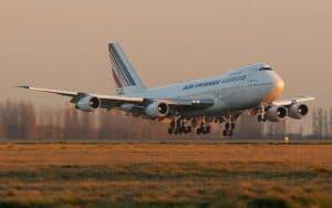 Boeing 747 400F landing
