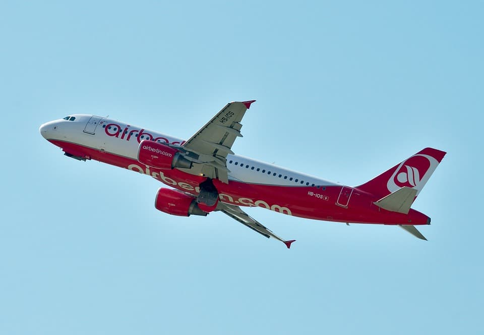 Airbus A320 200 Price Specs Photo Gallery History Aircraft Compare