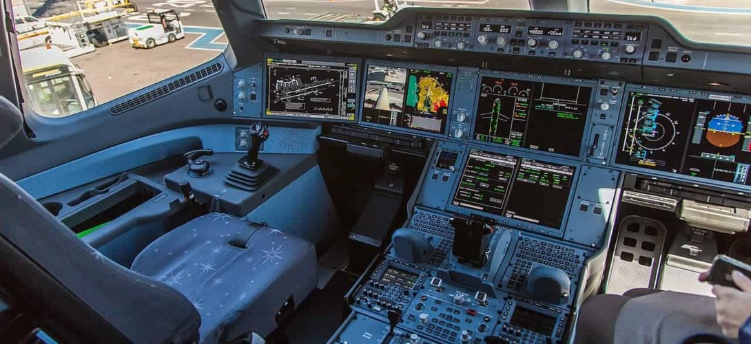 Airbus A350 - cockpit / flight deck