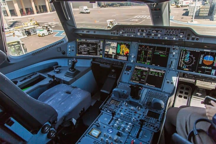 Airbus A350 - cockpit / flight deck