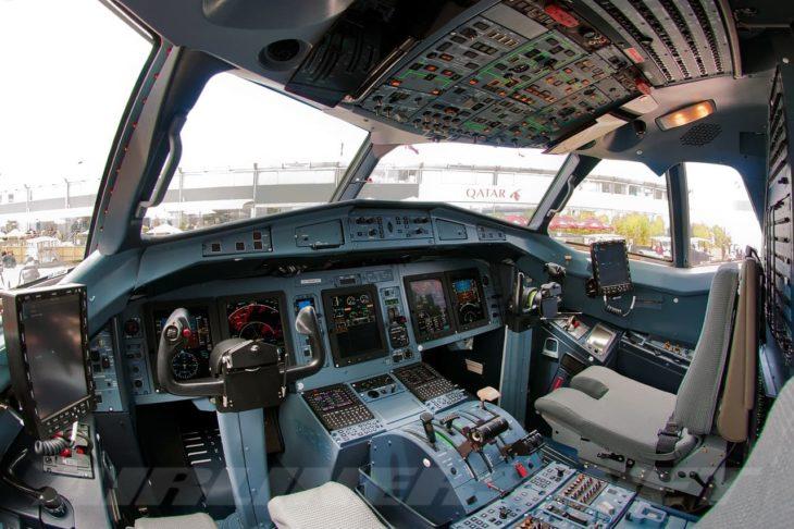 atr-72-600 atr 72-600 cockpit flight deck