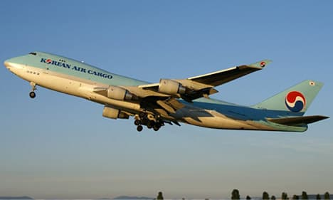 Boeing 747 400F gaining altitude