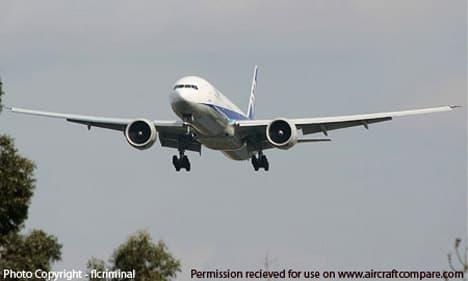 Boeing 777 200LR approaching