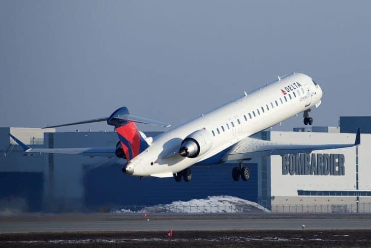Delta CRJ-900 take off