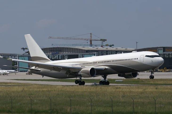 Roman Abramovich Boeing 767 Takeoff