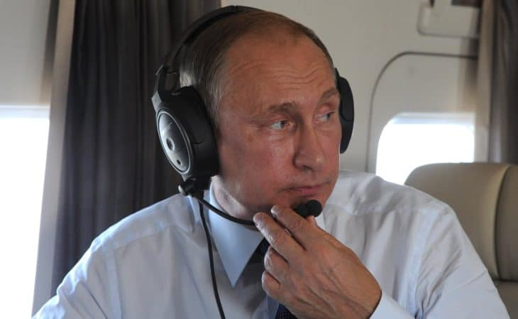 pilot-aviation-headset-putin-russia