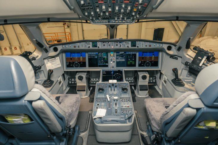 Airbus A220 - Bombardier CS Cockpit