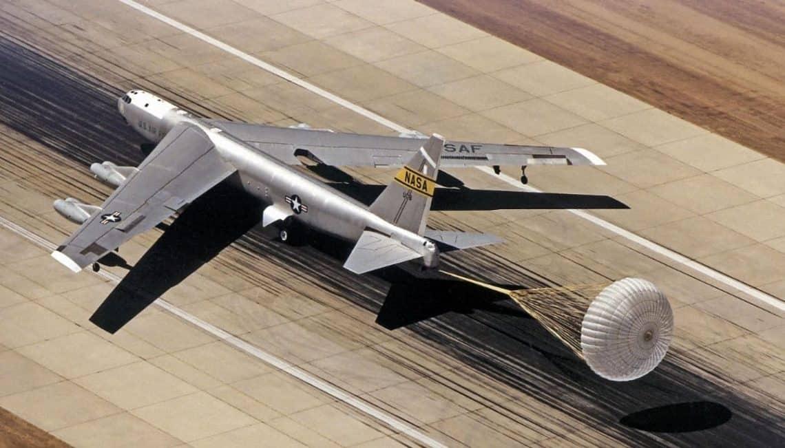 B-52 Stratofortress parachut brake