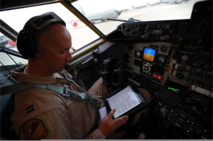 ipad-flight-bag-pilot-cockpit