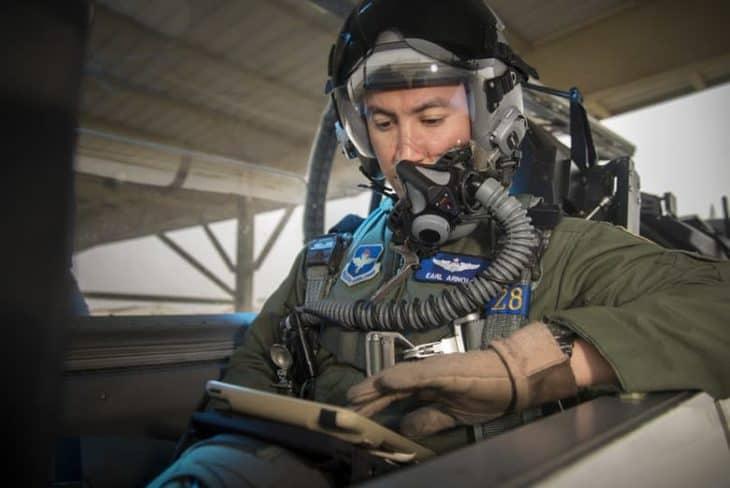 pilot-testing-ipad-on-kneeboard