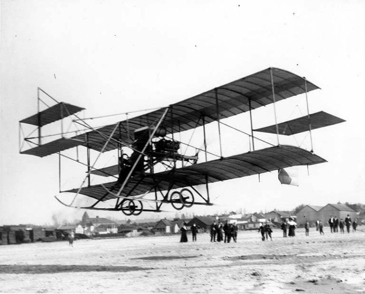 the first airplane (biplane) to land at the first air show at Olympia