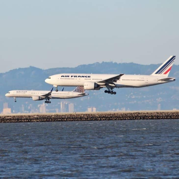 Air France and United Airlines white airplanes