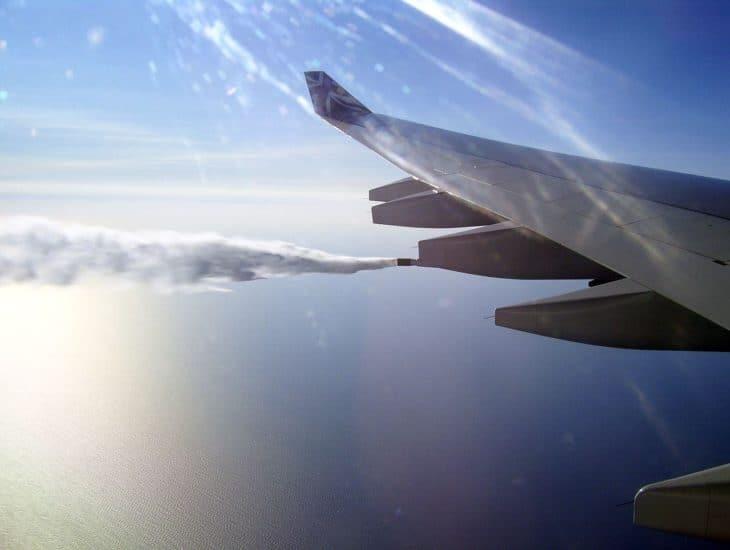 Fueldump of an Airbus 340-600 over the Atlantic near Nova Scotia