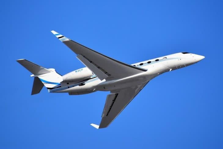 Gulfstream G650ER departing