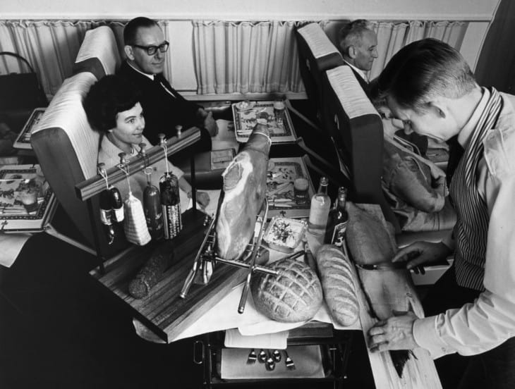 First class service on board SAS DC 8 33
