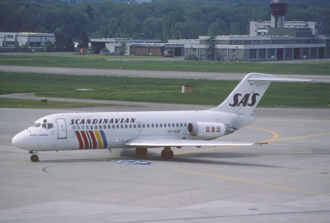 Scandinavian Airlines DC 9 21 at ZRH in 1998