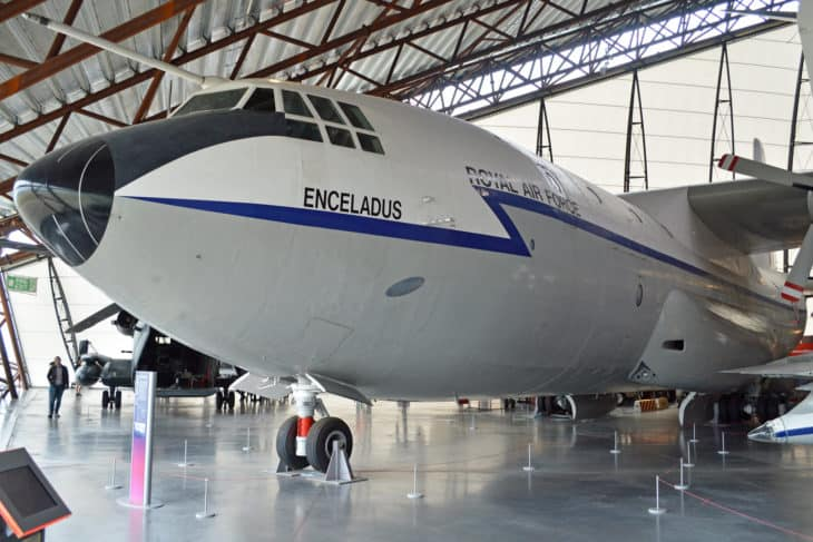 """Short Belfast C.1 'XR371 371' """"ENCELADUS"""""""