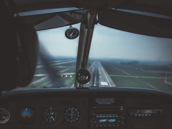 A VFR pilot on short approach