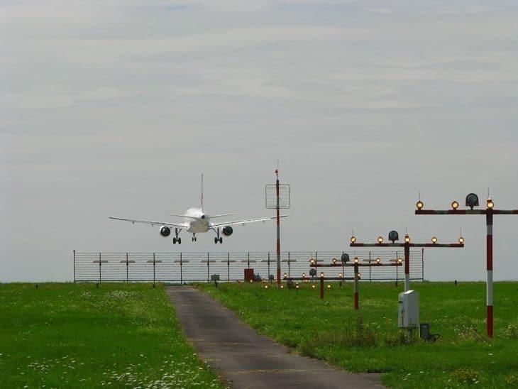 landing approach aircraft ils