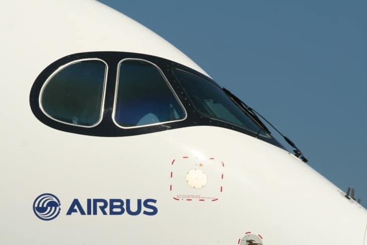 Airbus A350 cockpit windows