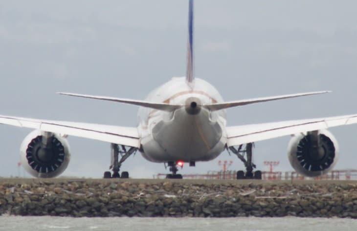 United Airlines Boeing 787 8 Dreamliner view on APU
