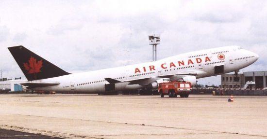Air Canada B747 tipped back