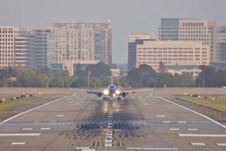 Boeing 737 touchdown