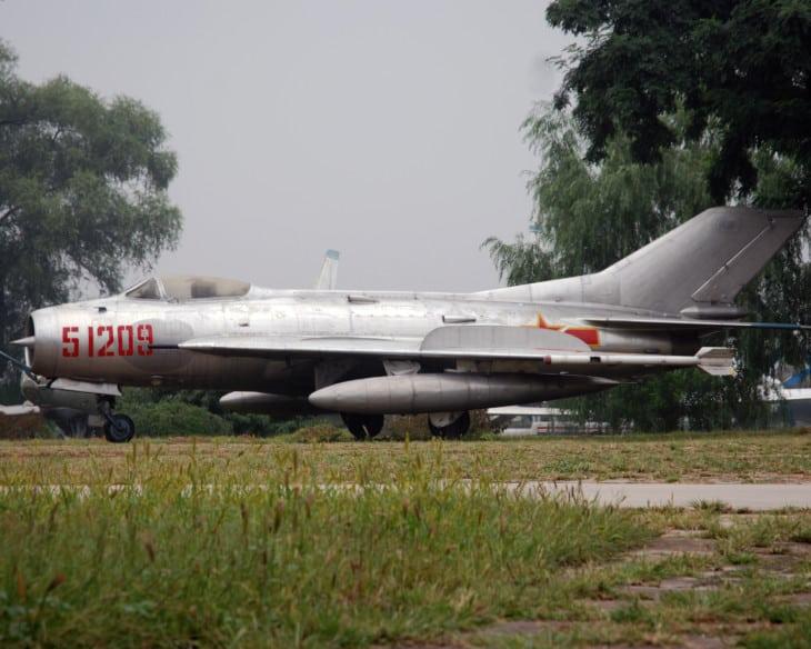 Shenyang J 6