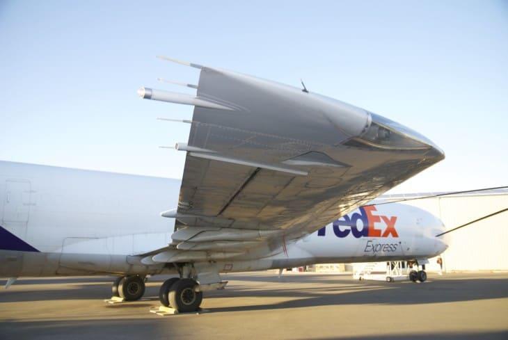 Boeing 727 FedEx starboard wing