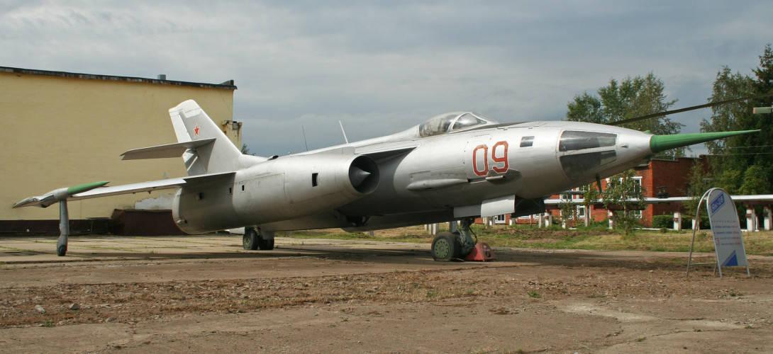 Yakolev Yak 28L Brewer B 09 red