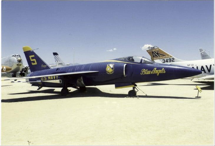 Grumman F11F 1 Tiger Bu.No . 141824 Blue Angels 5 1