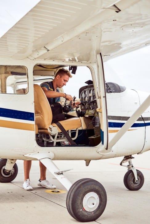 Cessna pilot and flight bag 2