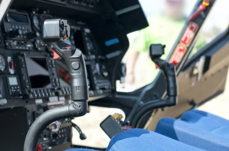 Helicopter cockpit horizontal