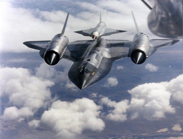Lockheed M 21 carrying D 21 in flight