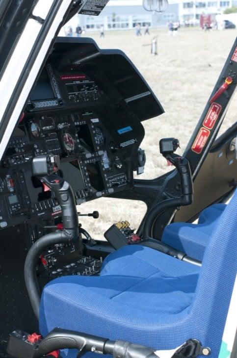 Helicopter cockpit vertical