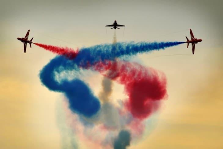 Break RAF Red Arrows