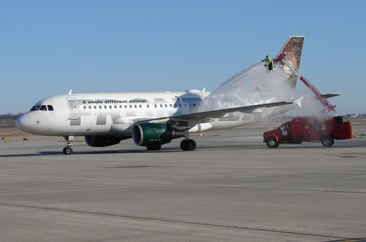 FRONTIER A319 deicing