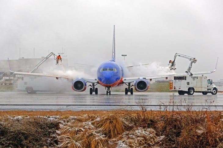 Southwest 737 700 Deicing