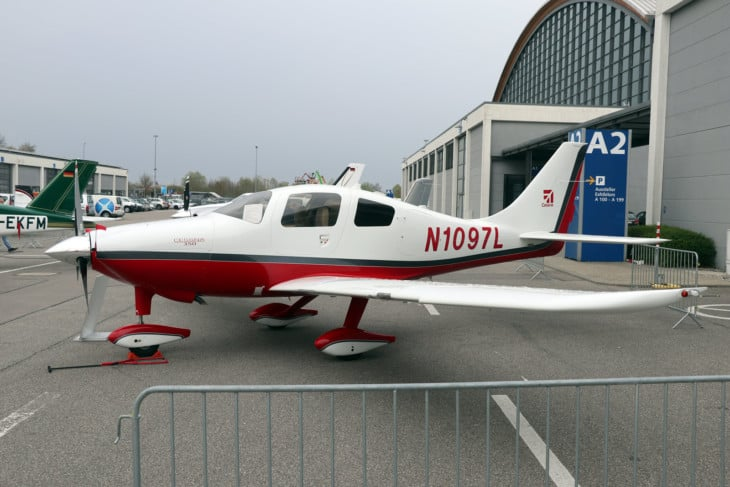 Cessna 350 N1097L