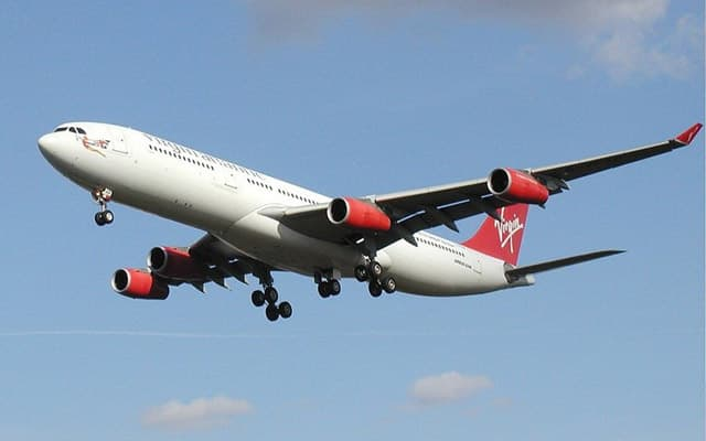 Airbus A340-300 approach