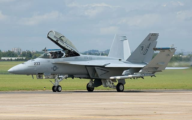 F 18 Super Hornet - Price, Specs, Cost, Photos, Interior, Seating