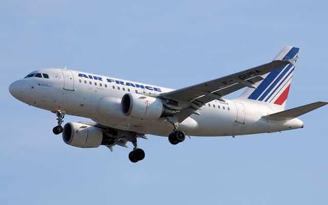 Airbus A318 landing