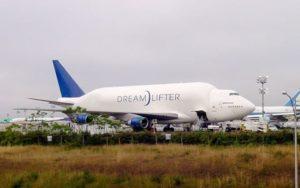Boeing Dreamlifter taxi