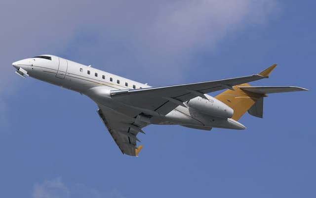 Bombardier Global 5000 belly view