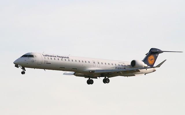 Bombardier CRJ 900 midair