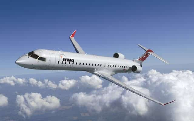 Bombardier CRJ 900 flying