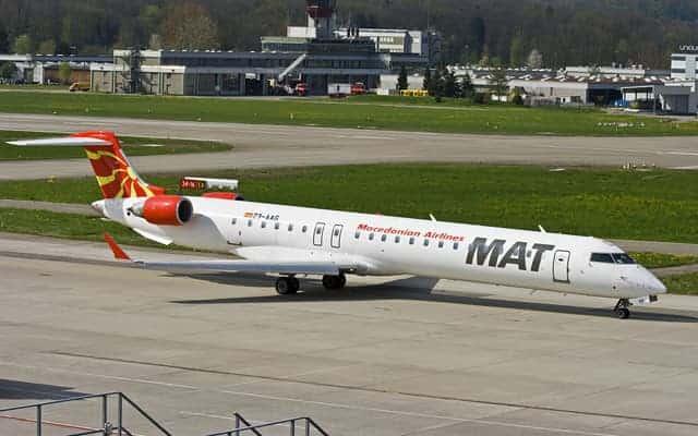 Bombardier CRJ 1000 taxi