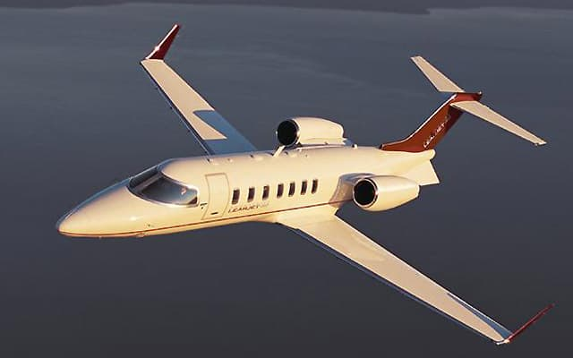 Bombardier Learjet 40XR flight