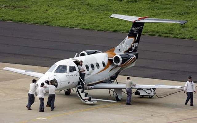 Embraer Phenom 300 and ground crew